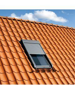 Le volet roulant pour fenêtre de toit, est équipé de lames aluminium pour votre plus grand confort car les pièces sous toiture sont plus exposées aux variations de température. Installé par monsieur store Venelles